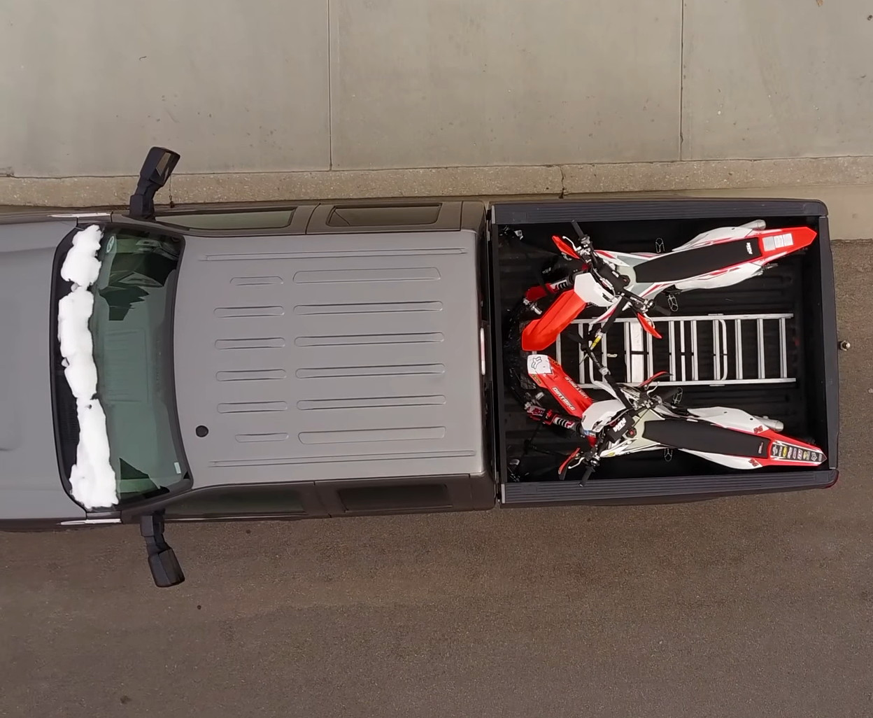 F250 SuperDuty Short Box 2 Motorcycles 02.jpg